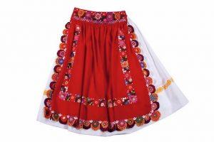 Biela sukňa, červená zásterka - bohatá výšivka
