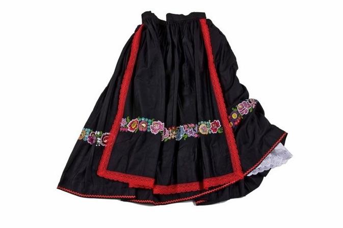 Čierna sukňa, zásterka - úzky venček
