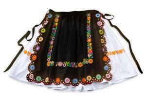 Biela sukňa a čierna zástera bohato vyšívaná