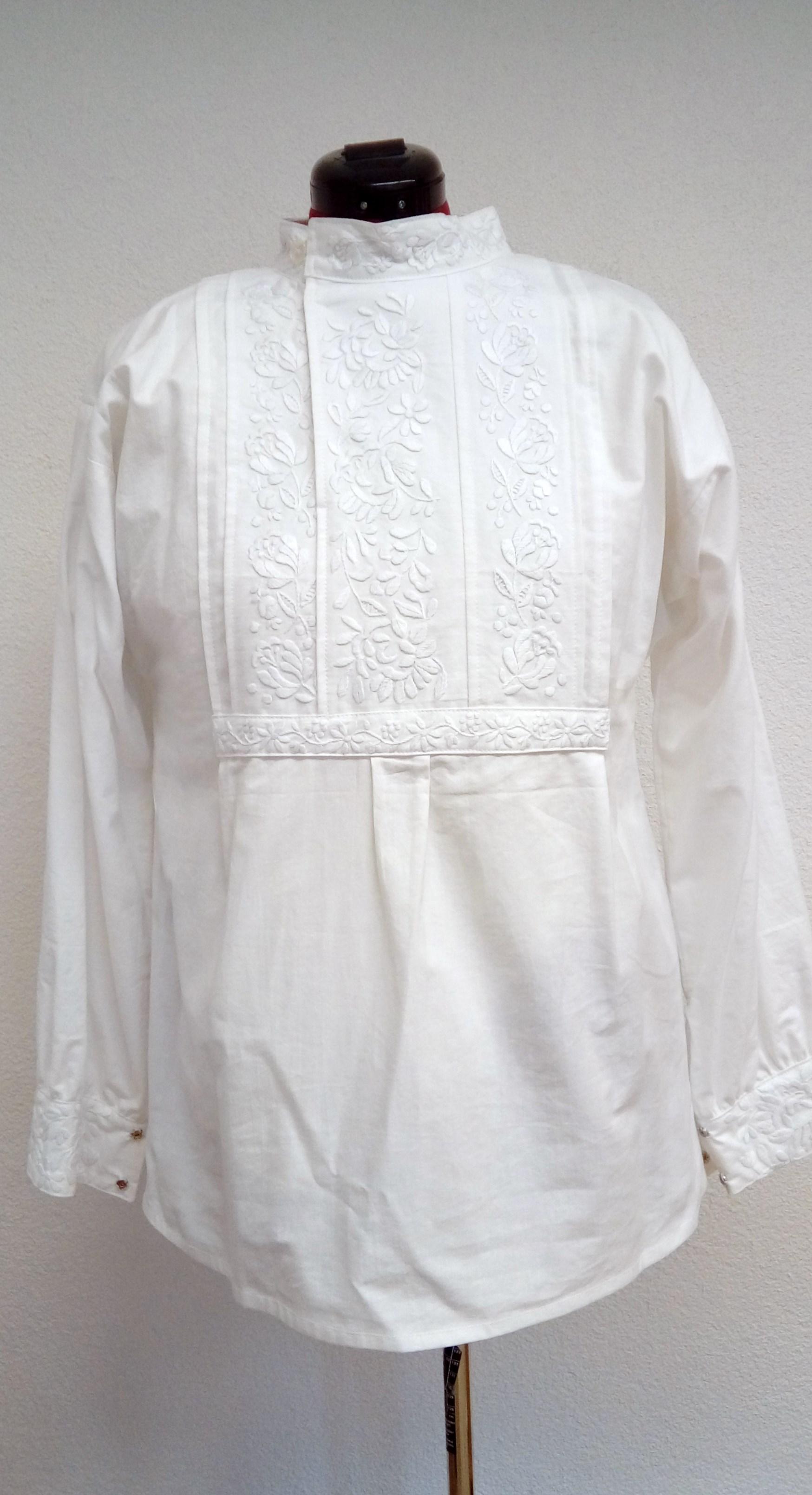 83ec9b5b0 Mužská ručne vyšívaná dlhá košeľa – starodávny detviansky vzor – biela  výšivka
