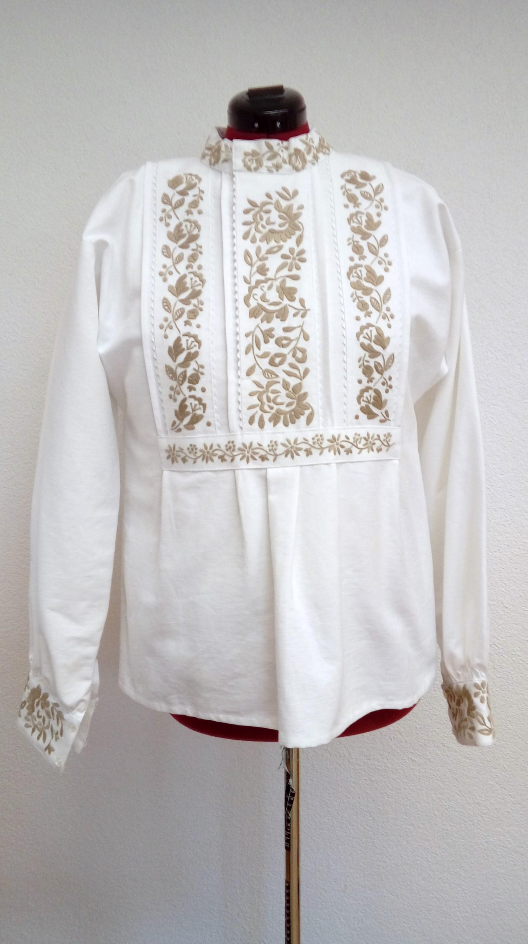 d97150ddc Košeľa ručne vyšívaná – starodávny vzor – šedá výšivka – Detvianske ...