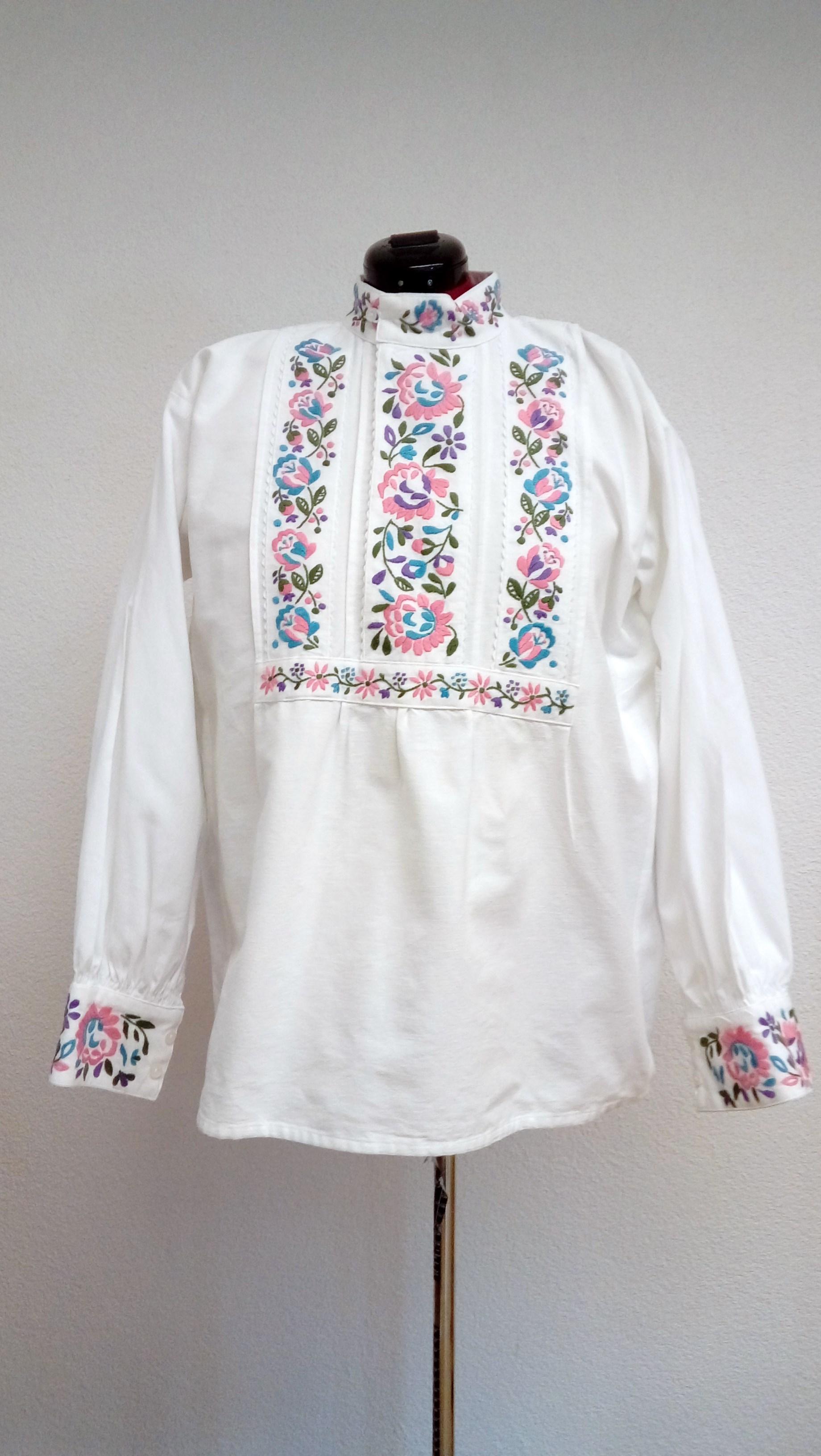 075e2e20a Mužská ručne vyšívaná košeľa dlhá – starodávny vzor – ružovo-modrá výšivka
