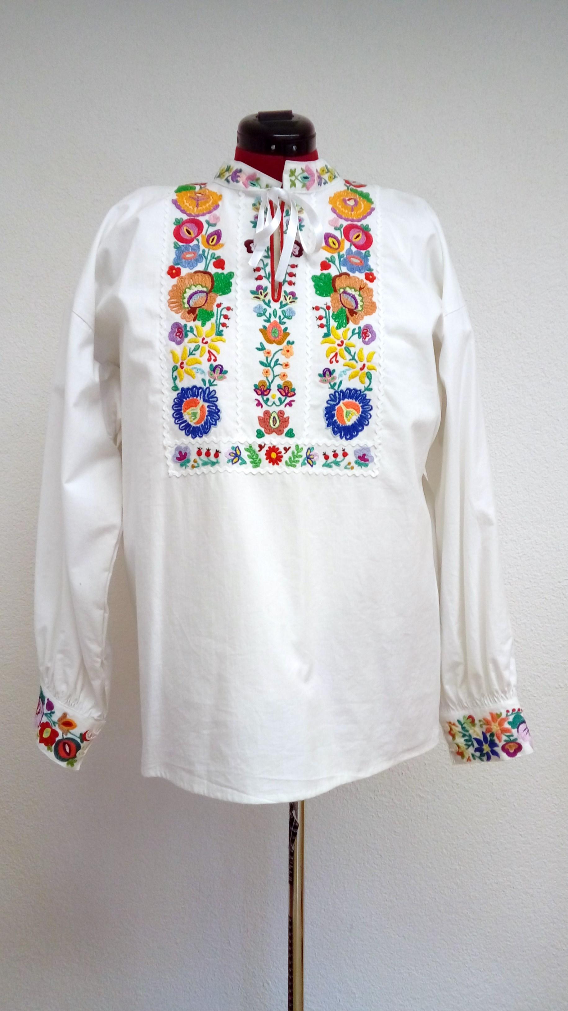 3a1c641d4657 Mužská ručne vyšívaná košeľa dlhá – farebný vzor – Detvianske ľudové ...